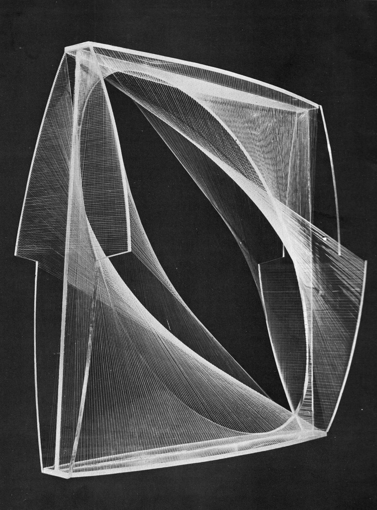betonbabe:  NAUM GABÒ LINEAR CONSTRUCTION, 1942-43