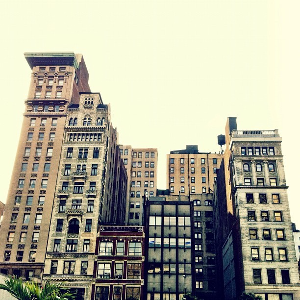 Seriously can't get enough if #newyorkcity #architecture 😍 (Taken with Instagram at Union Square Park)