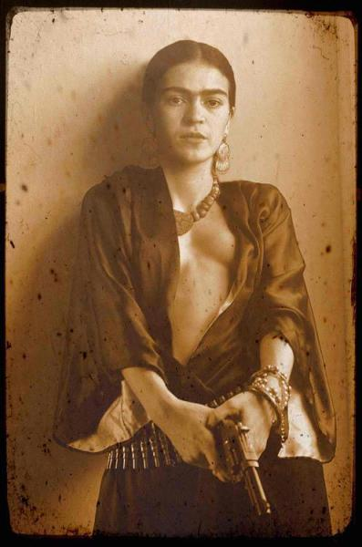 M> PM frida kahlo