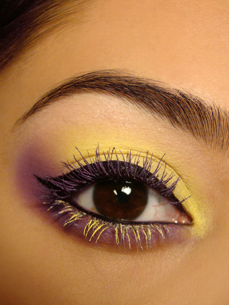 Chassy D. DIYs her own bright colored mascara! Click through to see how she did it!