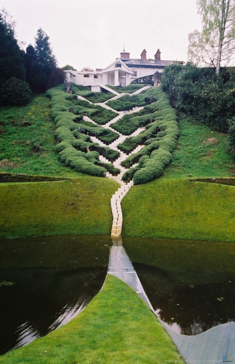 Charles Jencks is the American landscape architect and designer behind this incredible flight of stairs. Called The Universe Cascade, it has 25 landings that mark the important shifts in cosmic history. Starting at the top, in the present day, and descending down, visitors are moving through 13 billion years of cosmic evolution. The steps finally disappear into the dark water below, which represents the mystery of the origin of the universe.