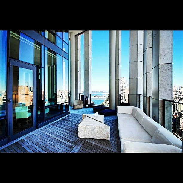 #distinctive #duplex #penthouse #manhattan #nyc #nycrightnow #highrise #luxury #tribeca #warrenst #terrace #newyorkcity #suitelife #view #hudsonriver #midtownskyline #city #citylife #afternoon  (Taken with Instagram at TriBeCa)