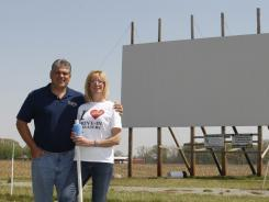 Drive-in theaters, which date to 1933, are experiencing a revival – USATODAY.com