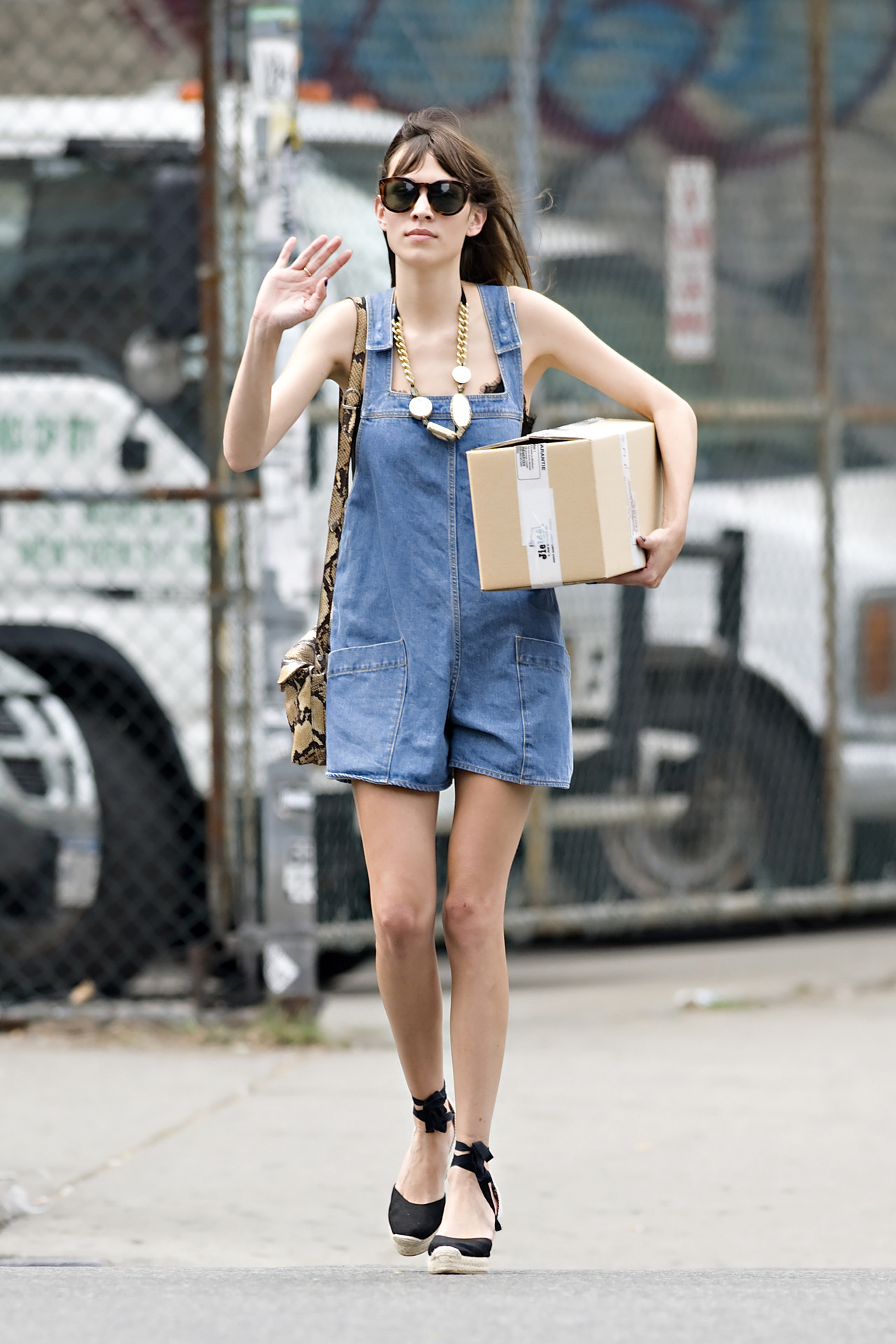 earlysunsetsovermonroeville:  Alexa Chung running errands in New York City - July 15, 2012