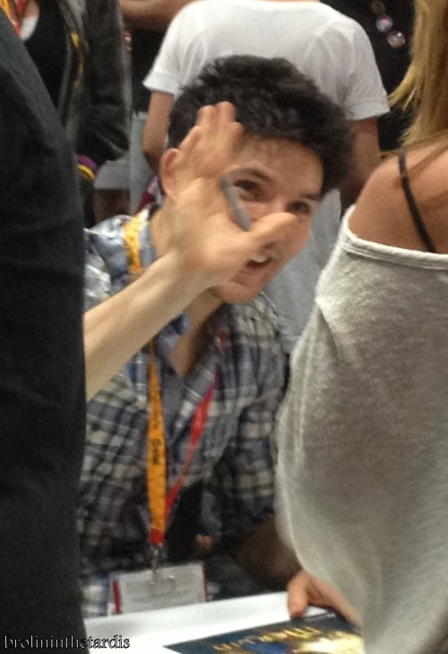 colin offering a high five to a fan - sdcc 12  #:3 #HE OFFERED ME ONE TOO #omg and poor bb that was after he was finished signing and i saw a blister on his hand from all the signing