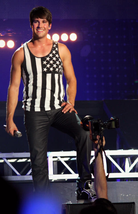 allaboutbigtimerush:  just gettin a quick pic of James' crotch no biggy.