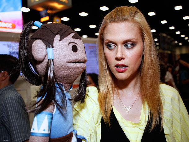 korralations:  the-blind-banditt:   Janet Varney at the Nickelodeon panel  okay you need to stop being so flawless janet   I. Fucking. Adore.