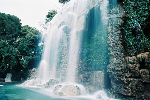 4doors:  Parc du Chateau Falls by BazzaStraße on Flickr.