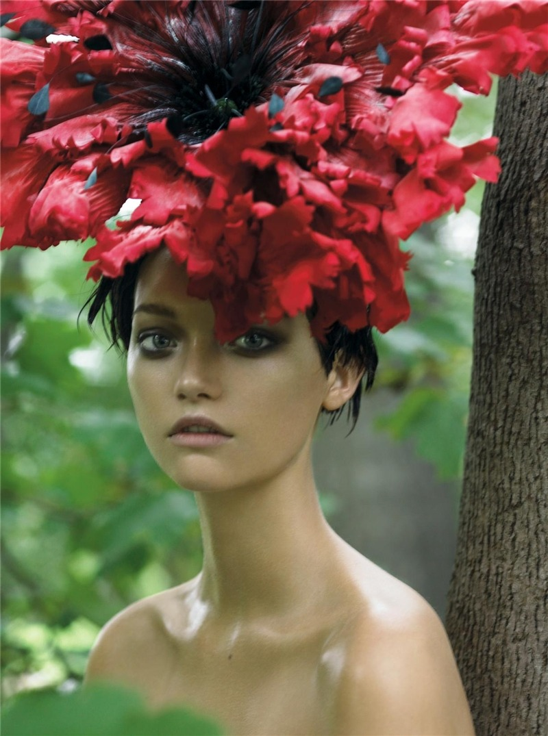 thehealthytraveler:  Queen Titania will hate this hat so much - hehe! I think she will love it!