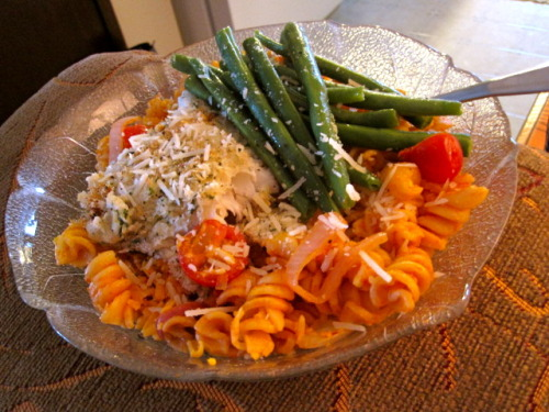 Brown rice fusilli, white fish and green beans.