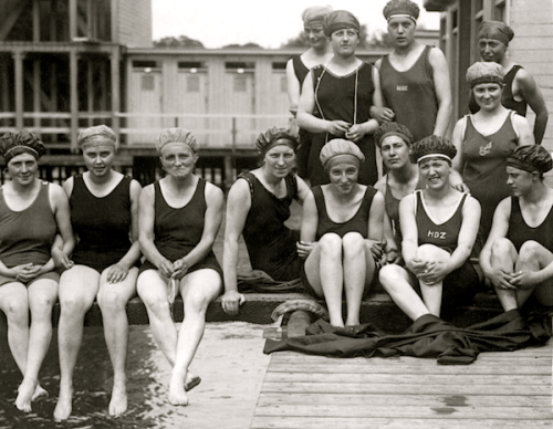 lauramcphee:  Holland Women's National Swim Team, Utrecht, 1917