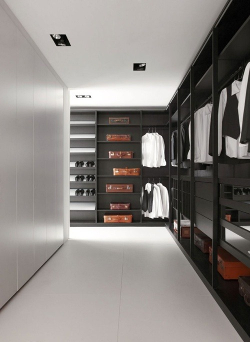 Why is my closet not like this??  Oh…'cause I'm poor. :-(