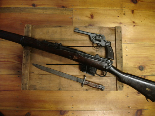 tristikov:  My Brit guns: My second and third firearms acquisitions! An Ishapore 2A w/unidentified pattern bayonet, and an Enfield No.2 mk1*.  lawl that feel when you find your roommates tumblr before they tell you about it.