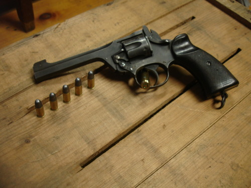 tristikov:  My lovely Enfield No.2 Mk1* and its extremely lethal .38 S&W ammunition.