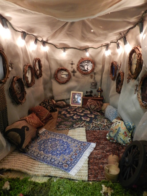 mellifluousbeauty:  Upgrade to camping outdoors. holla  DREAM