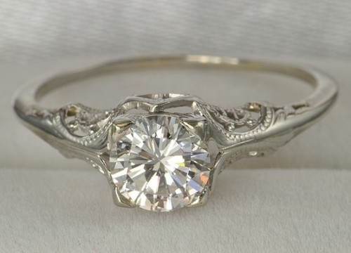 onewomanswedding:  love this vintage ring!