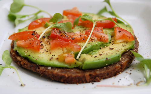 no-ir:  ilufood:  Avocado and tomato on sunflower seed bread  Heaven-moly