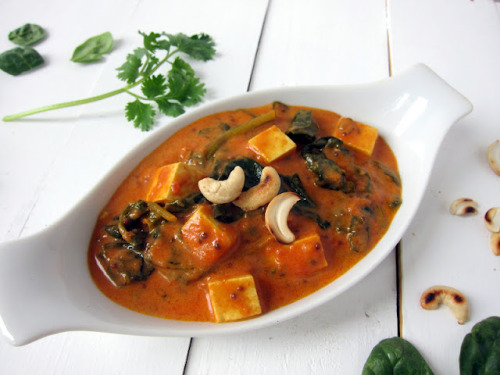 veganrecipecollection:  (via cupcakes and kale: creamy tomato curry with spinach & tofu paneer)