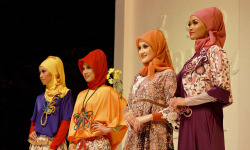 7 on Flickr.hijabers at Solo Batik Fashion 4