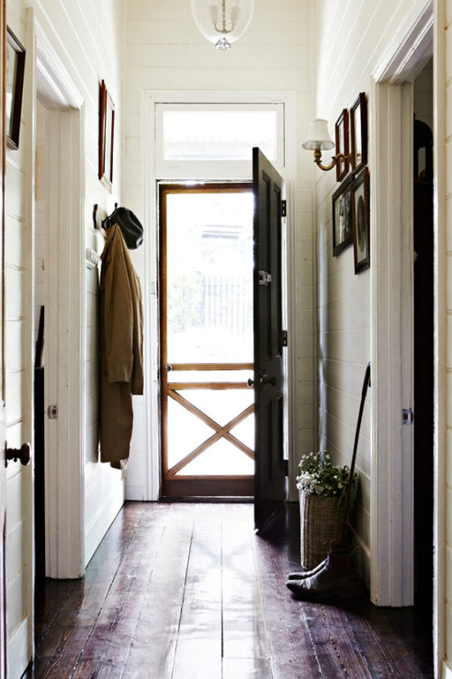 myidealhome:  timeless colonial entryway (via desire to inspire)