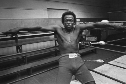 Miles Davis in the ring at Newman's Gym, San Francisco, California, 1971. Photo by Jim Marshall.