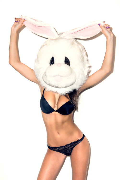 dailymovement:  Shoot by David Hatters, model Paola di Benedetto & the rabbit