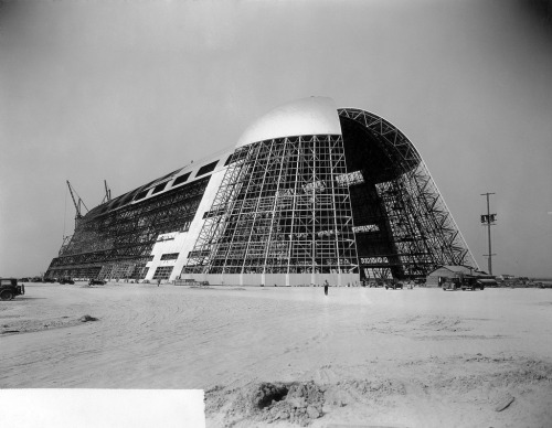 and-yet-it-moves:  Hangar One NAS Sunnyvale Source: NASA (1931-1934) http://www.flickr.com/photos/nasacommons/4861715526/