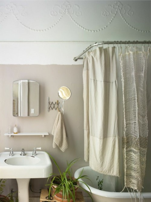 bathroom in naturel tones