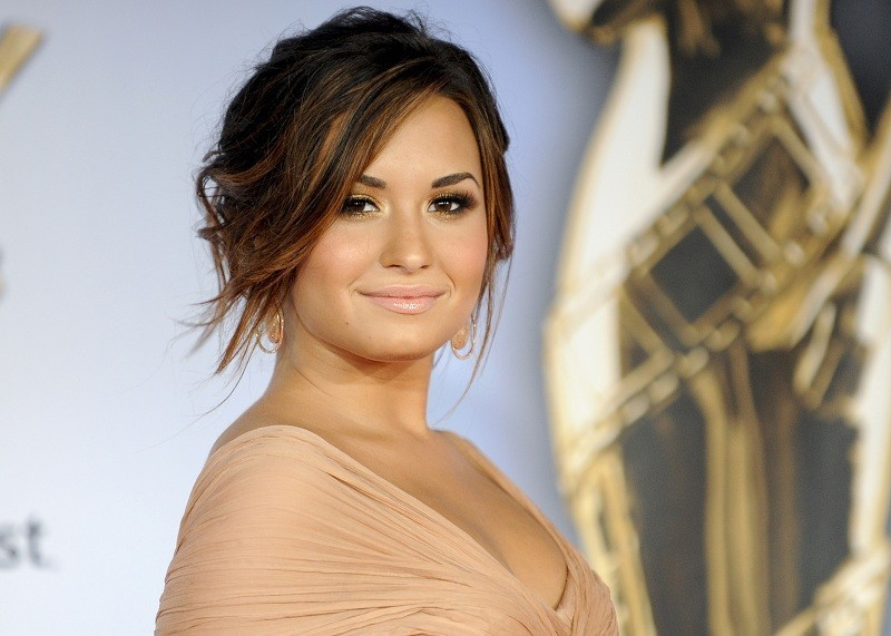Demi Lovato Talks Cutting Herself, Self-Harm Issues For The First Time(via Mstarz)