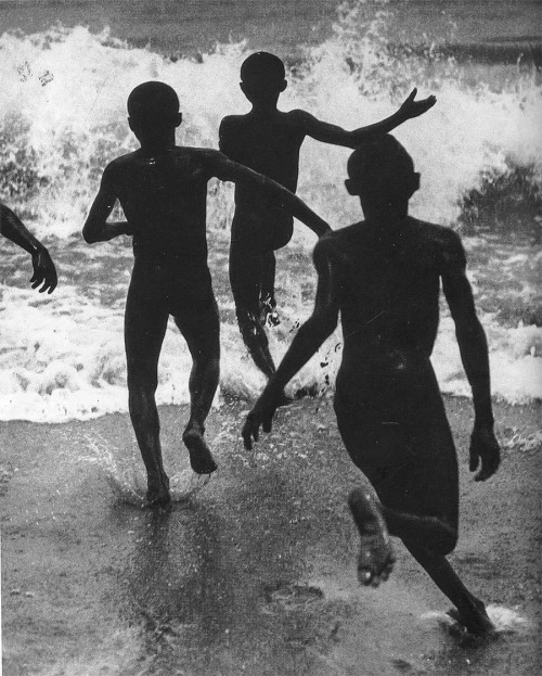 Martin Munkácsi Three Boys at Lake Tanganyika, 1929