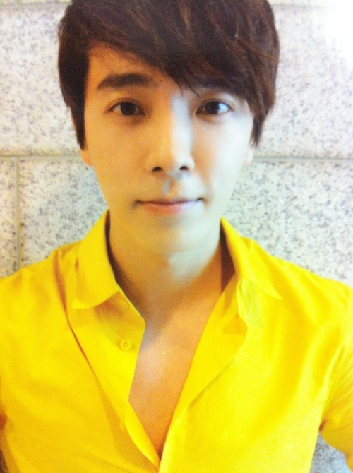 clear scan of ver B Donghae photocard cr @eyeonming