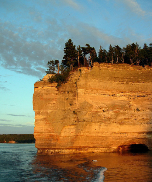 michigancountrycook:  Pictured Rocks by [ JARED ] on Flickr.