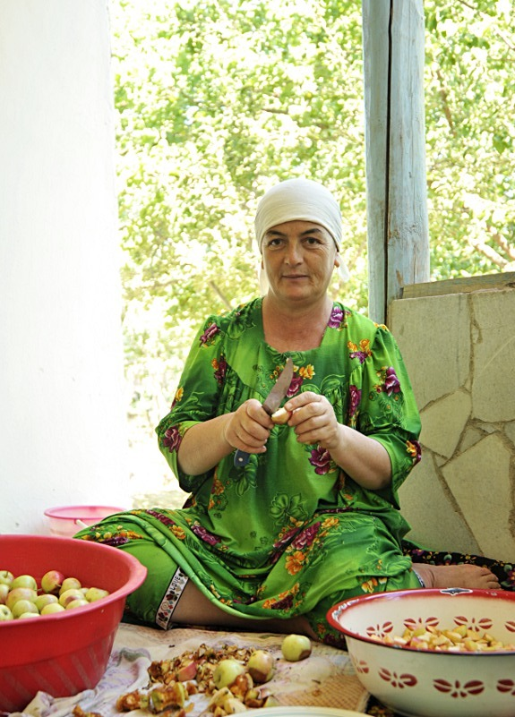 "Uzbek Woman Cutting Apples for ""Compote"", Uzbekistan 2012"