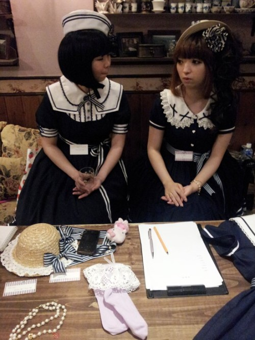 koreanlolitas:  Left : Anri from Dear MargaretRight : Mana from Baroque