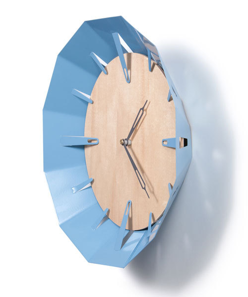 redesignrevolution:  The Caldera Clock is a wall clock that features a maple clock fair, set in a powder coated steel bezel. The bezel prongs act as five-minute intervals for the clock. Really loving this clock