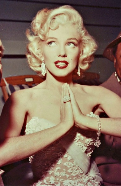 alwaysmarilynmonroe:  Marilyn photographed on The Jack Benny Show in September 1953.