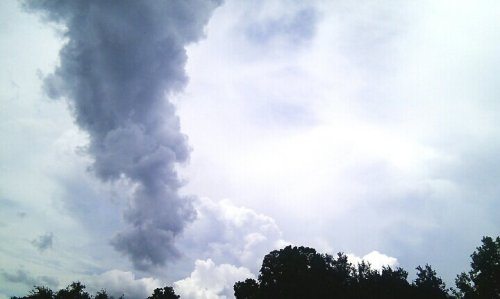 ☁ ⚡ ☁#streamzoo#cloudporn#nature#beautiful#android#andrography#photography#photo#capturedmoment#awesomeshots(from @sonrie on Streamzoo)