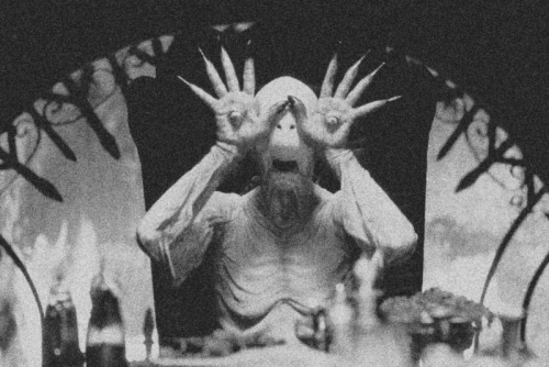 switchblad3-smiles:  pan's labyrinth is fucked! pans labyrinth is amazing