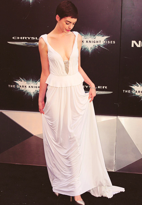 Anne Hathaway attends The Dark Knight Rises premiere on July 16, 2012 in New York City.