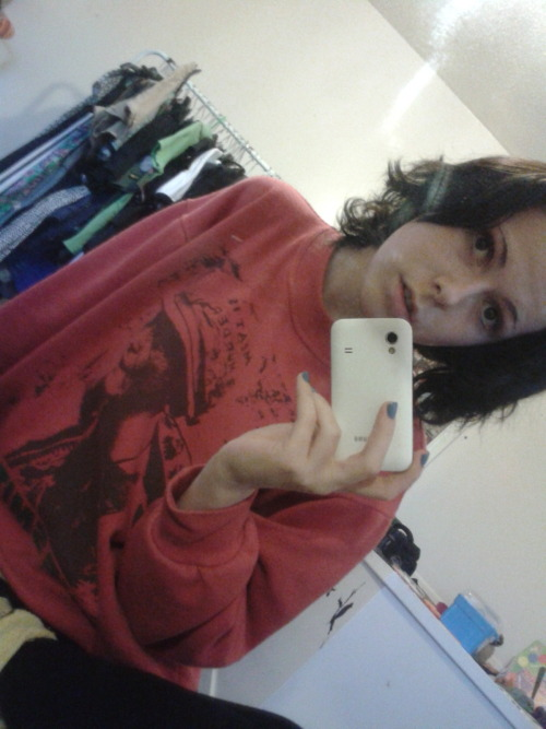 prettyyvisitors:  I love this sweatshirt so much and my hair is curly ehe!
