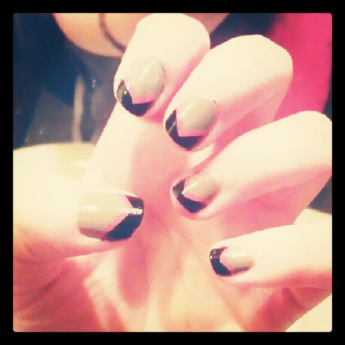 Nail art #NailArt #grey #pink #Black  (Tomada con Instagram)