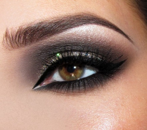Dark glamour! (via Joanna F. | Beautylish)