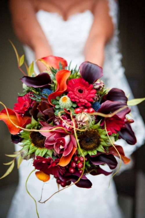 A gorgeous bouquet! (via)
