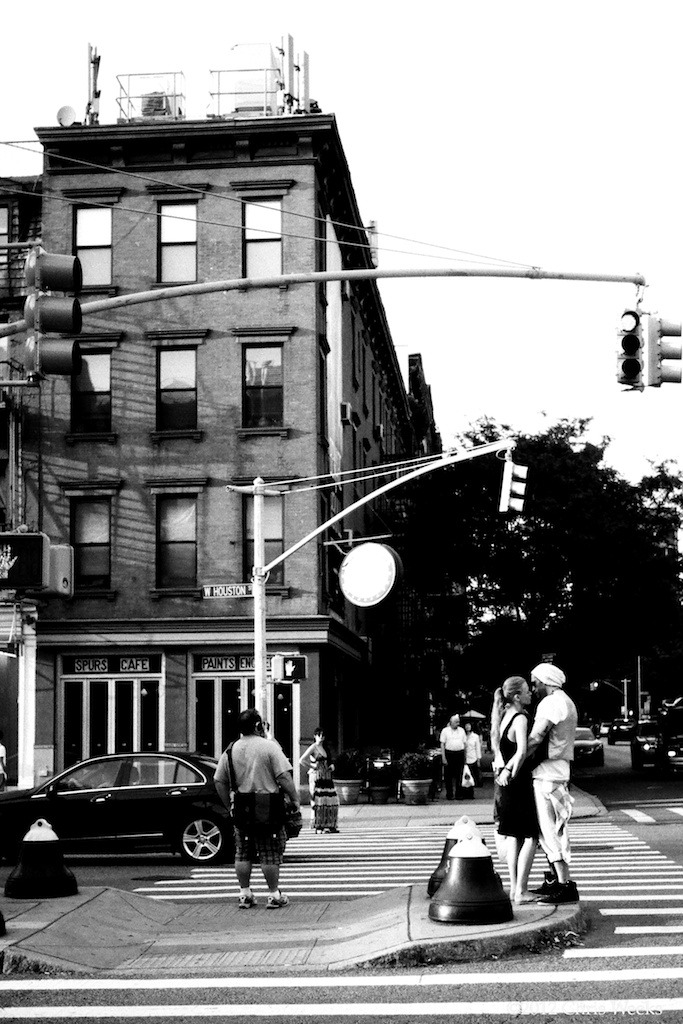 NYC, NY:  June, 2012.   Love.  Median-style.  P.S. It was hot as balls that day.  Leica MP.  '35 'lux.  Lab scan »> Aperture.  Agfa APX 25.