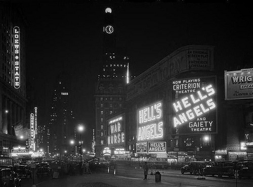 wehadfacesthen:  Times Square, New York City, 1930 via fuckyeahvintage-retro