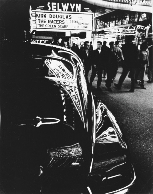 Selwyn, 42nd Street, New York, 1955 - photo by William Klein