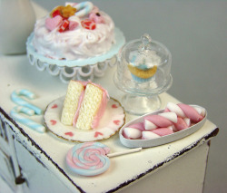 that-glittering-girl:  Miniature Food - Pretty in Pastel - Pale Pink by PetitPlat - Stephanie Kilgast on Flickr.