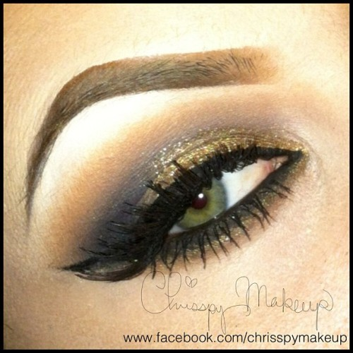 Hustle hustle hustle! Smokey eyes done with Smashbox shadows and MAC lashes and liner #makeup #wavy (Taken with Instagram)