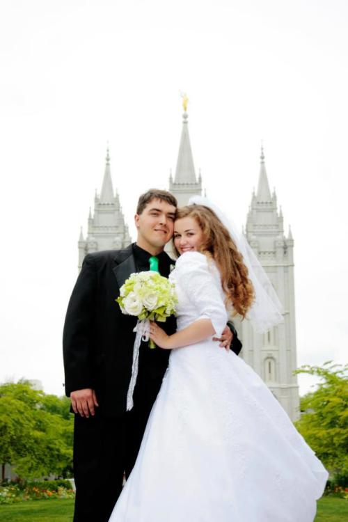 i know these wedding photos infront of the salt lake temple are pretty generic but i still can't help but absolutely love them :)