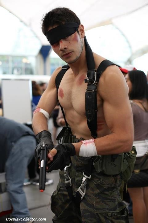 dtjaaaam:  Naked Snake - San Diego Comic-Con 2012 Now that's a solid Snake!